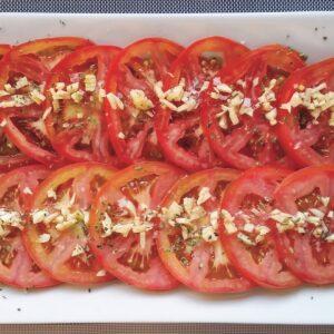 Tomato & garlic salad. Tomates aliñados
