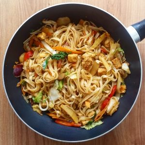 Quorn and rice noodle stir fry