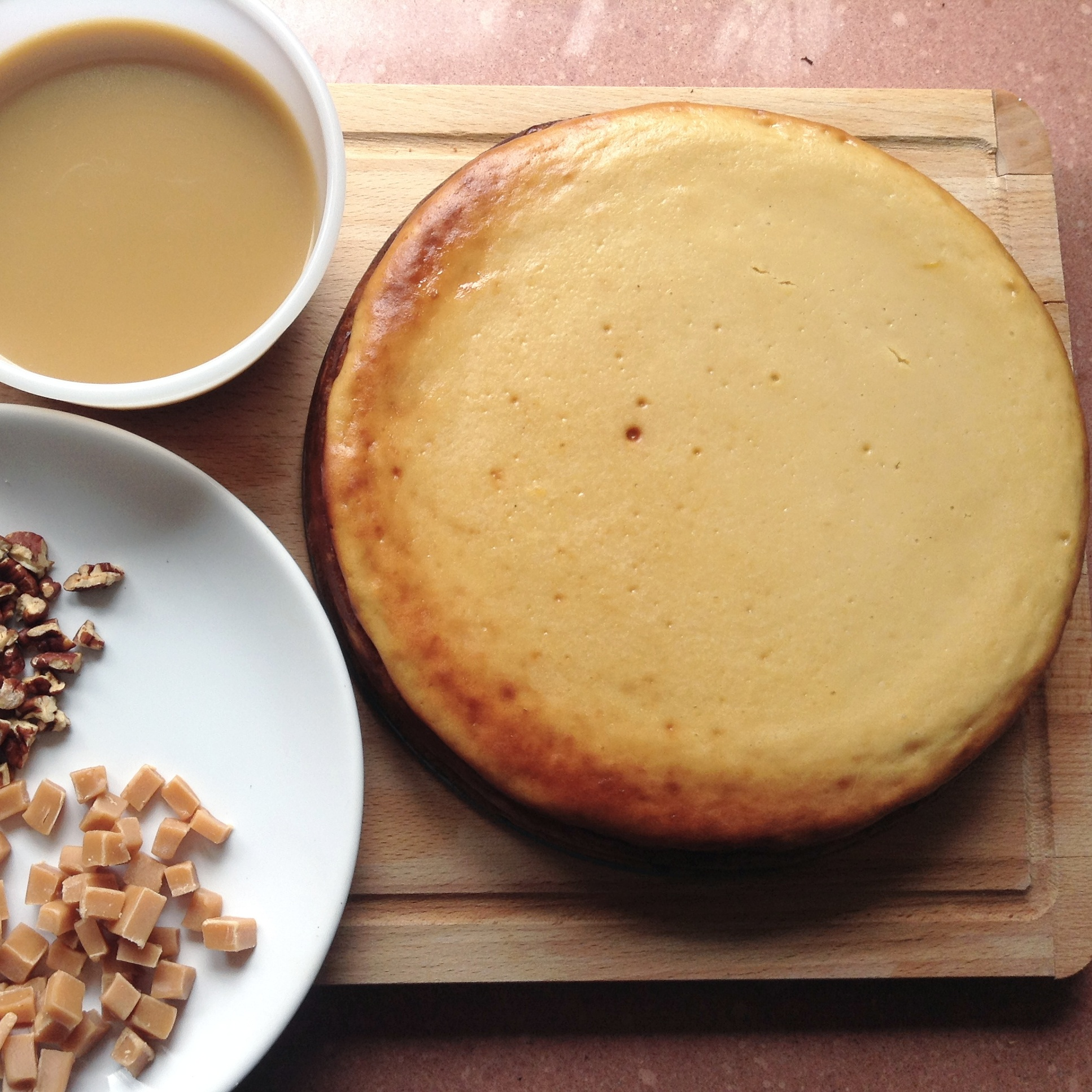 Baked cheesecake with toffee & pecan nuts assembly