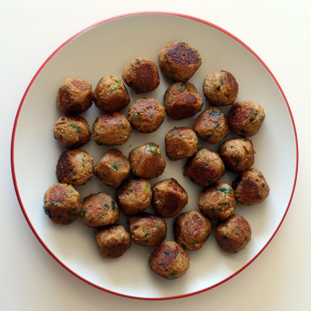Vegetarian meatballs, browned