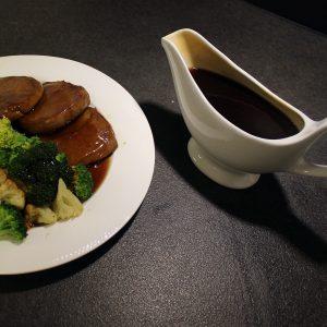 Super easy vegan gravy sauce
