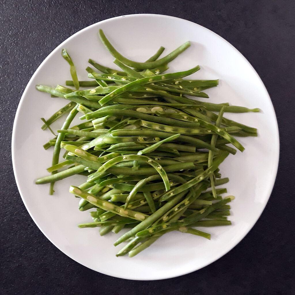 Green beans, sliced